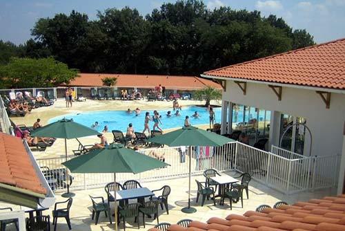 Location-Landes possède une piscine de 40 m2